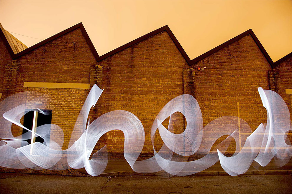 Light-Graffiti-Light-Painting-Sola