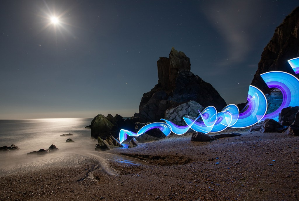 Midnight-Swim-Light-Painting-by-Sola